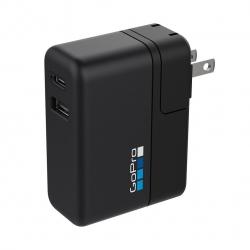 Зарядное устройство GoPro Supercharger (International Dual-Port Charger) (крупный план)