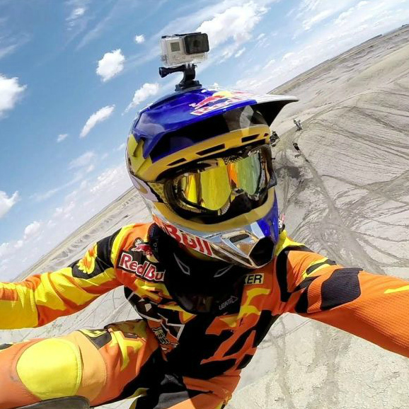 GoPro на шлеме мотокроссмена