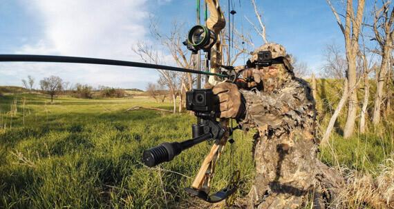 Крепление для оружия, удочек и луков GoPro SportsMan Mount установлено на охотничье ружье